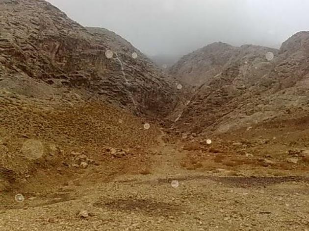 دره ختمی در یک روز بارانی